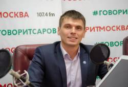 Чем интересна работа депутата? Об этом в прямом эфире городского радио рассказал Антон Ульянов