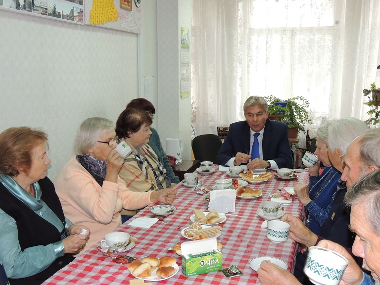 О наболевшем – депутату и главе города. Александр Тихонов встретился с ветеранами