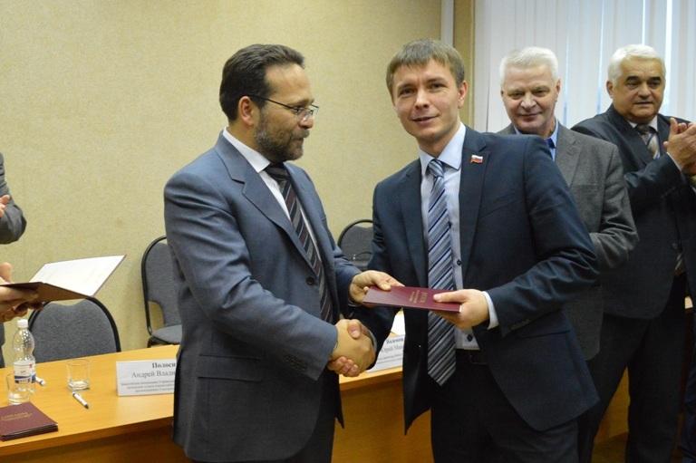 Депутаты гордумы получили дипломы