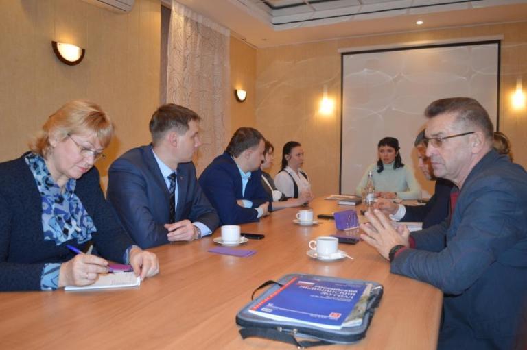 Встреча депутатов с руководителем Центра поддержки предпринимательства