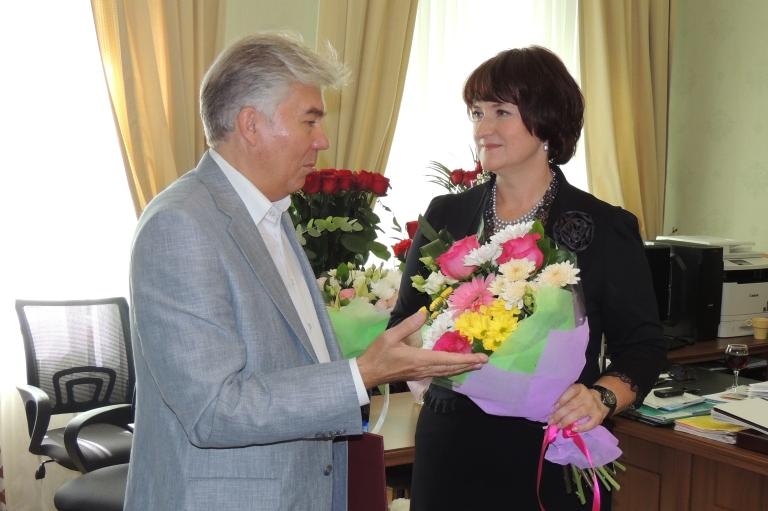 Глава города поздравил с юбилеем Анну Сироткину