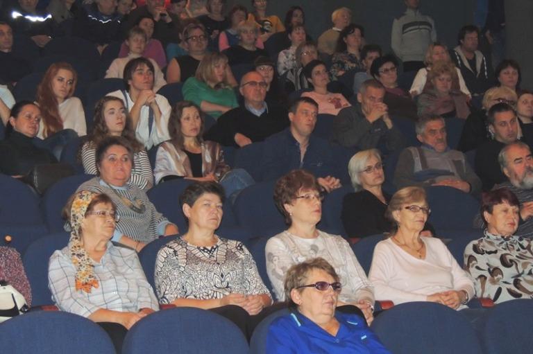 Встреча в театральном зале