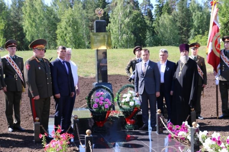 На территории воинской части установили памятник военнослужащим