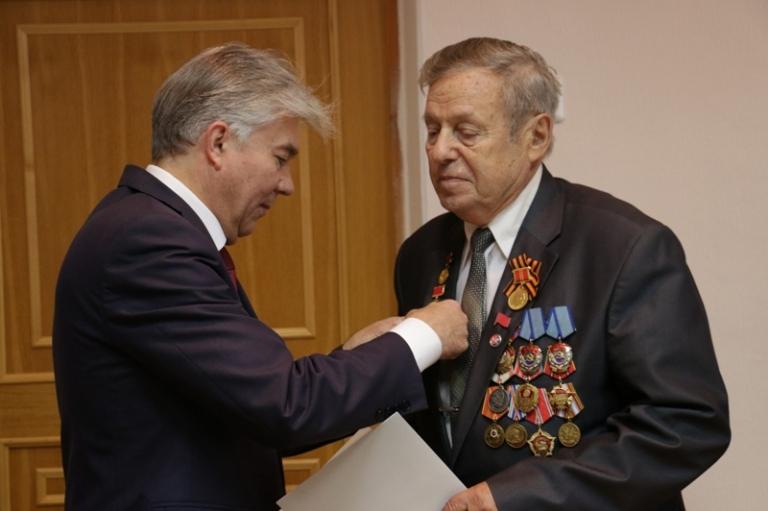 Почетные звания и грамоты – ветеранам