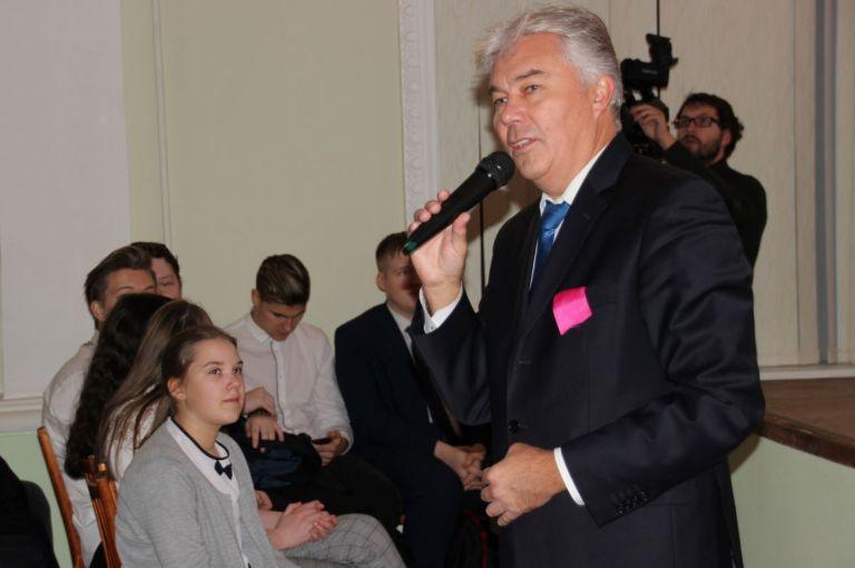 Руководители города приняли участие в открытии мобильного «Кванториума»