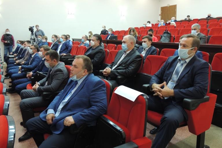 Депутатам седьмого созыва вручены удостоверения