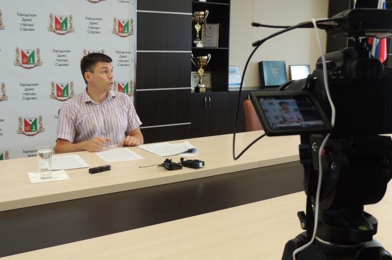 На актуальные вопросы отвечает председатель думы Антон Ульянов