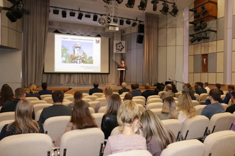 Антон Ульянов выступил на форуме молодых специалистов РФЯЦ-ВНИИЭФ